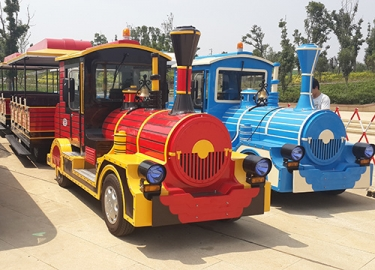 small trackless tourism train